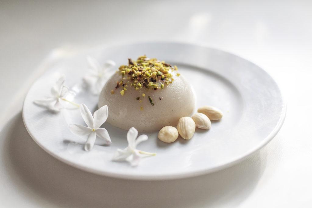 il biancomangiare la ricetta originale siciliana con il latte alle mandorle