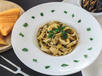 Linguine con crema di Zucca cozze e calamari