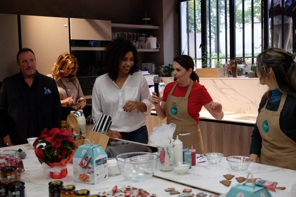 la maga delle spezie durante lo show cooking al Sonia Social Brunch